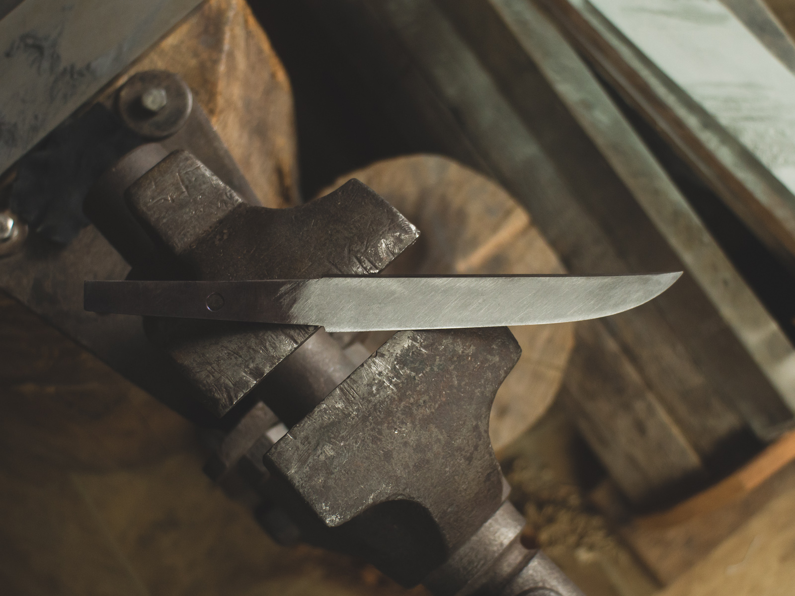 Island Blacksmith: Charcoal forged knives for DIY makers.