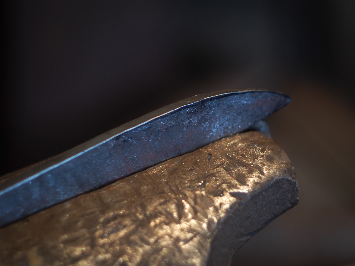 Island Blacksmith: Hand forged tanto kata