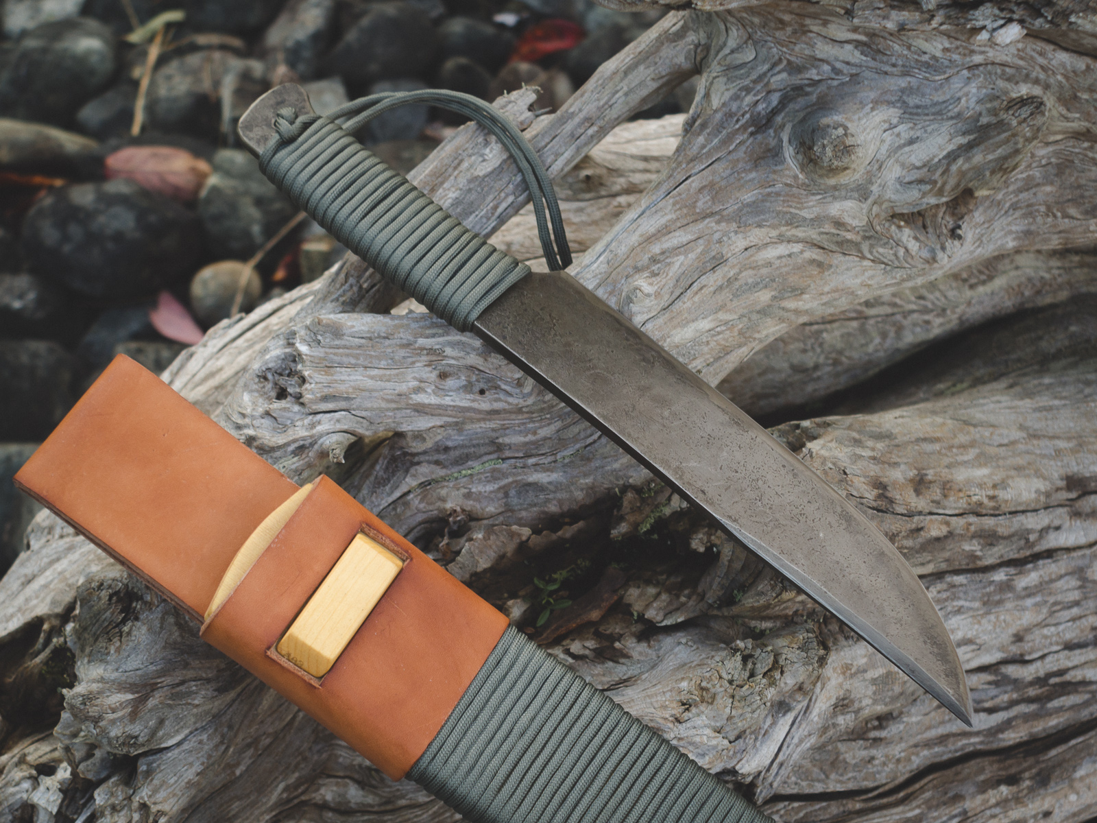 Island Blacksmith: Hand crafted 309 camp bowie made from reclaimed steel using traditional techniques